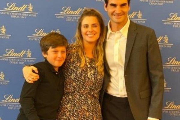 [Carol Dieckmann realiza sonho do filho de conhecer seu ídolo: o tenista Roger Federer]