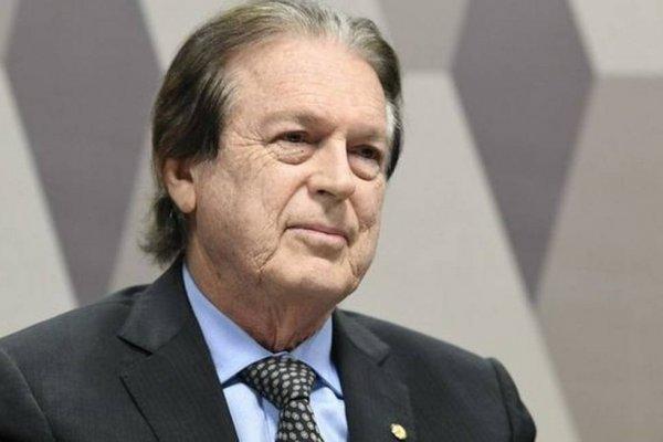 [Bivar assina destituição de Flávio e Eduardo Bolsonaro dos comandos do PSL no Rio e São Paulo ]