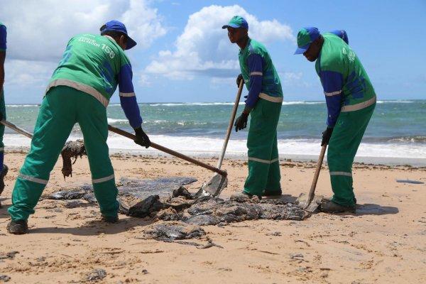 [Mais de 26 toneladas de óleo já foram retiradas em praias de Salvador]