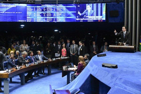 [Senado aprova Dez Medidas contra a Corrupção e abuso de autoridade]