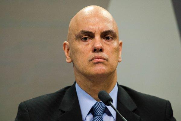 [Ministro do STF proíbe viagem de senador condenado ao Caribe]