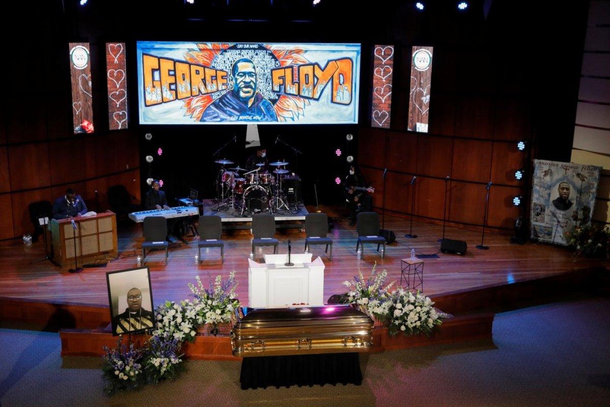 [George Floyd é homenageado em funeral nos Estados Unidos ]