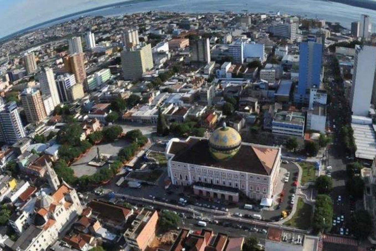 [Manaus volta a fechar bares e praias para evitar disseminação da Covid-19]