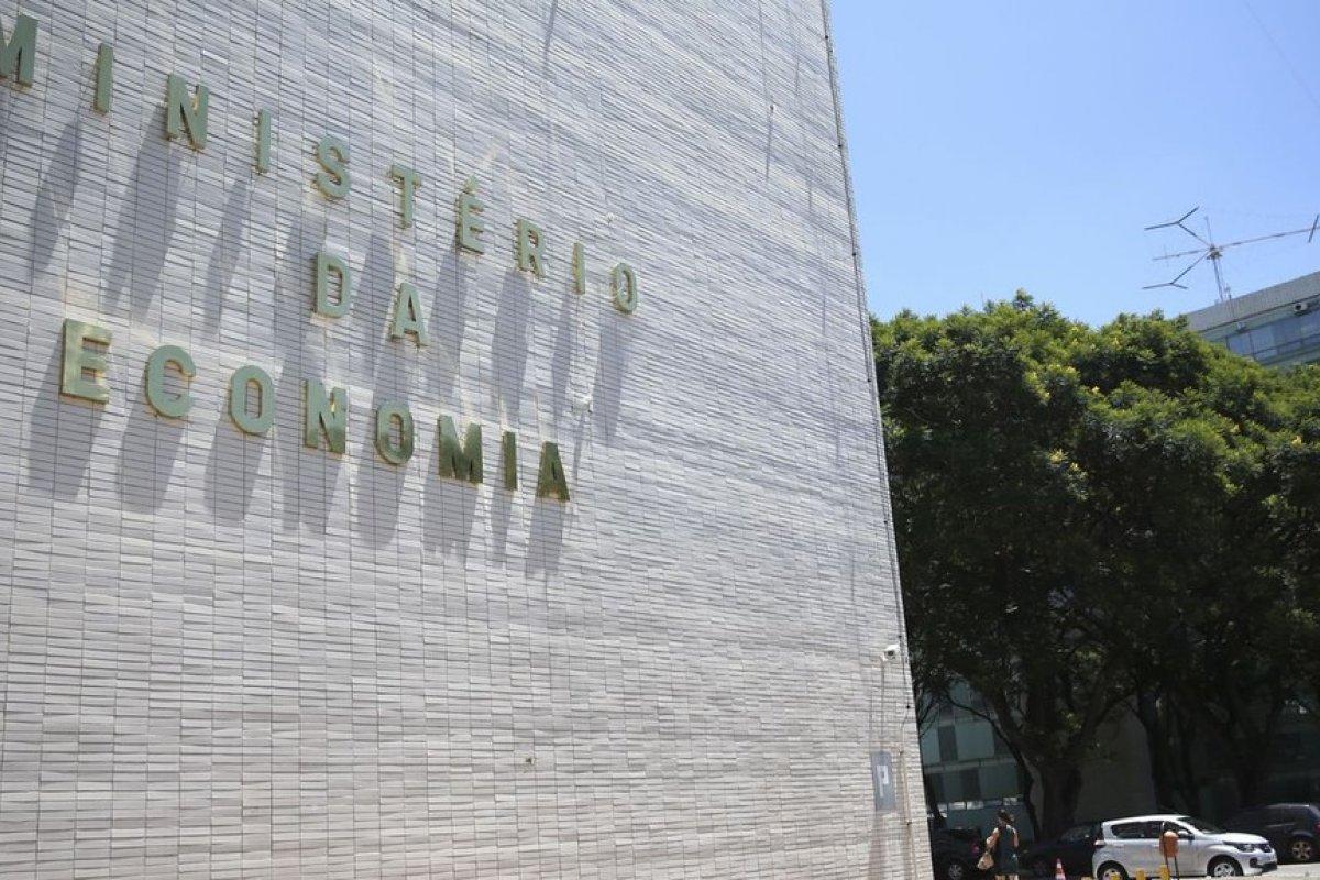 [Brasil cria 249 mil vagas formais de emprego em agosto deste ano]
