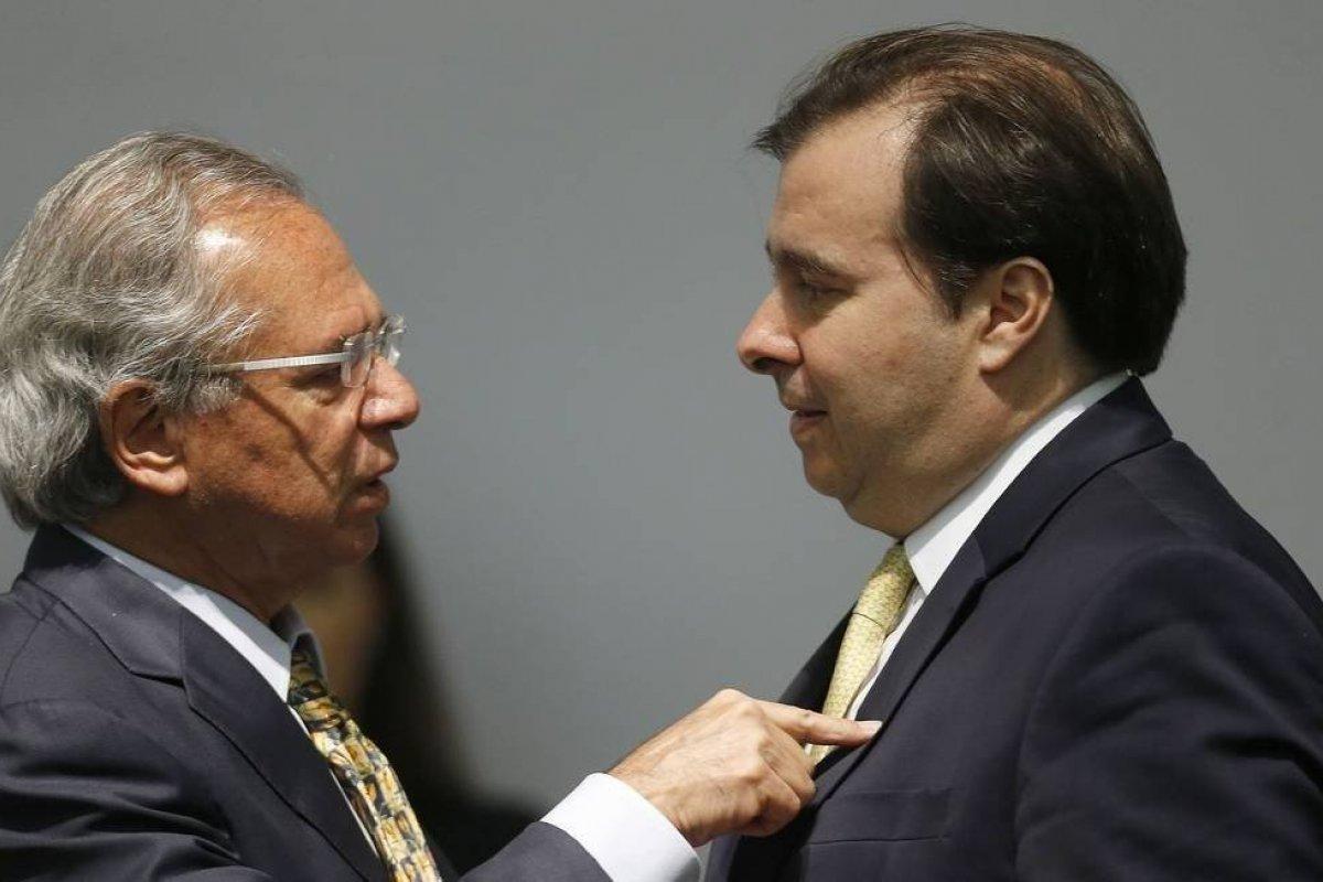 [Paulo Guedes acusa Maia de acordo com a esquerda contra privatizações]