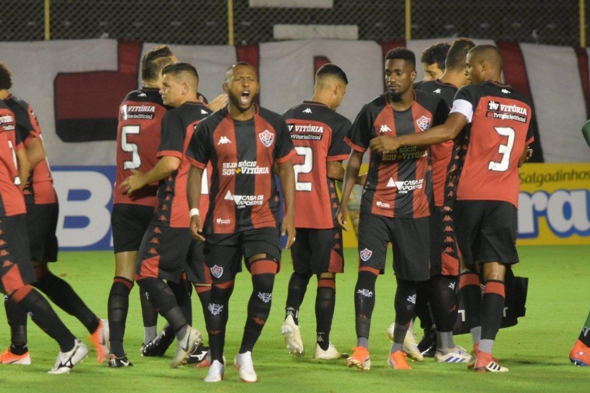 [Vitória mantém média de dois gols marcados em  triunfos no Barradão pela Série B]