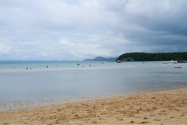 [28 praias estão impróprias pra banho neste fim de semana no litoral baiano]