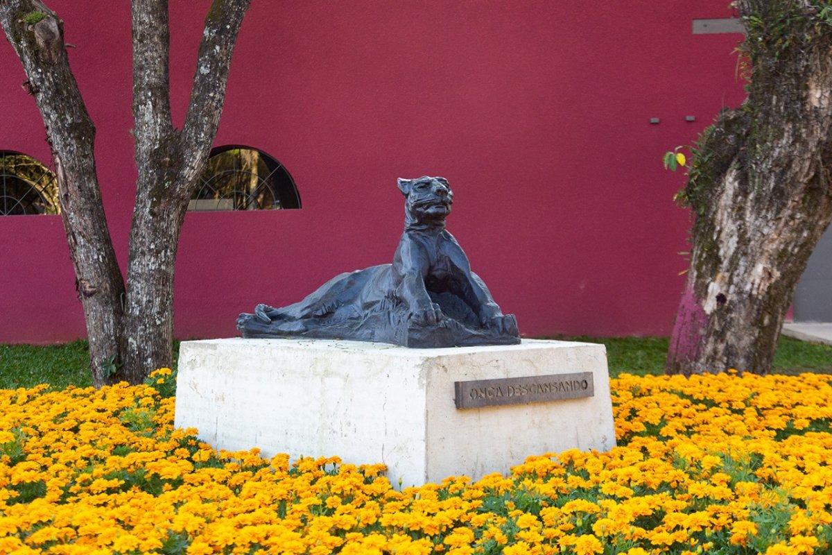 [Legado do artista João Turin pode ser apreciado em um dos maiores jardins de esculturas do Brasil e em memorial que reúne quase 100 obras]