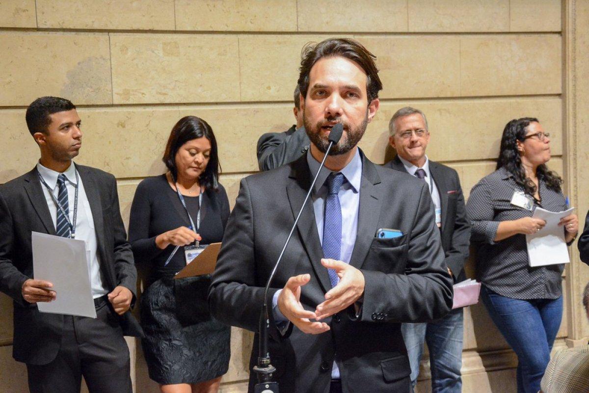 [Dr. Jairinho apresenta defesa em processo de cassação na Câmara]