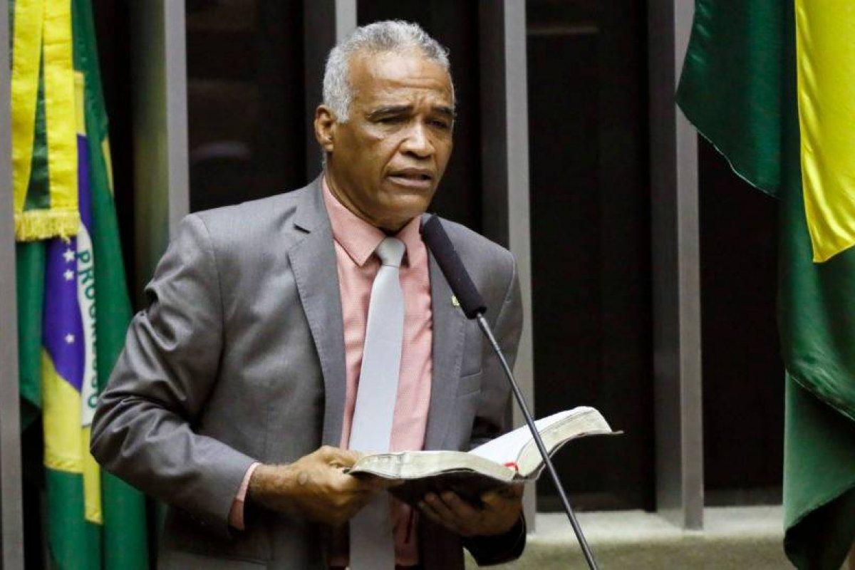 [Podcast: Lado B de Brasília - Pastor Sargento Isidório, um doido que gosta de ajudar]