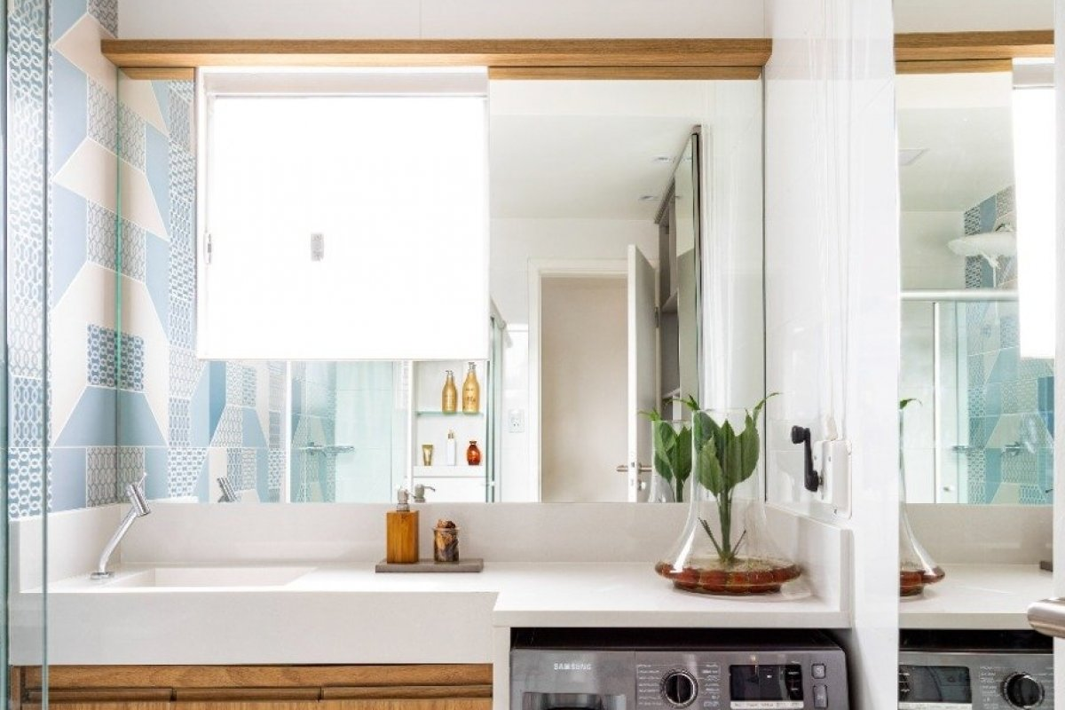 [Saiba como usar os espelhos de forma criativa deixando a casa ainda mais aconchegante]