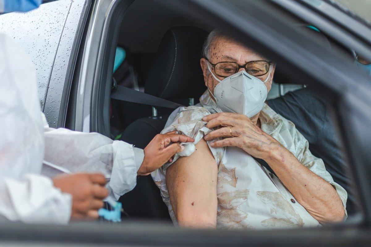 [Cerca de 43 mil mortes de idosos foram evitadas por conta da vacinação contra a covid-19]