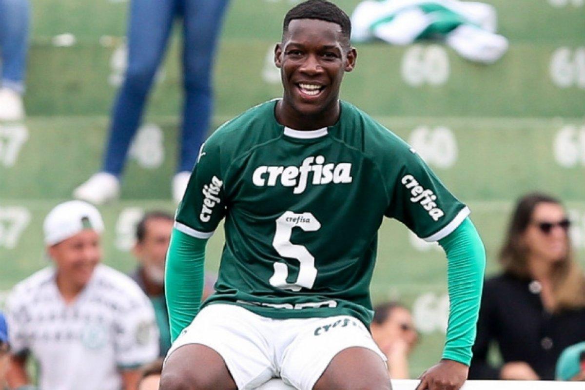 [Jogador do Palmeiras é flagrado em balada clandestina na zona leste de São Paulo ]