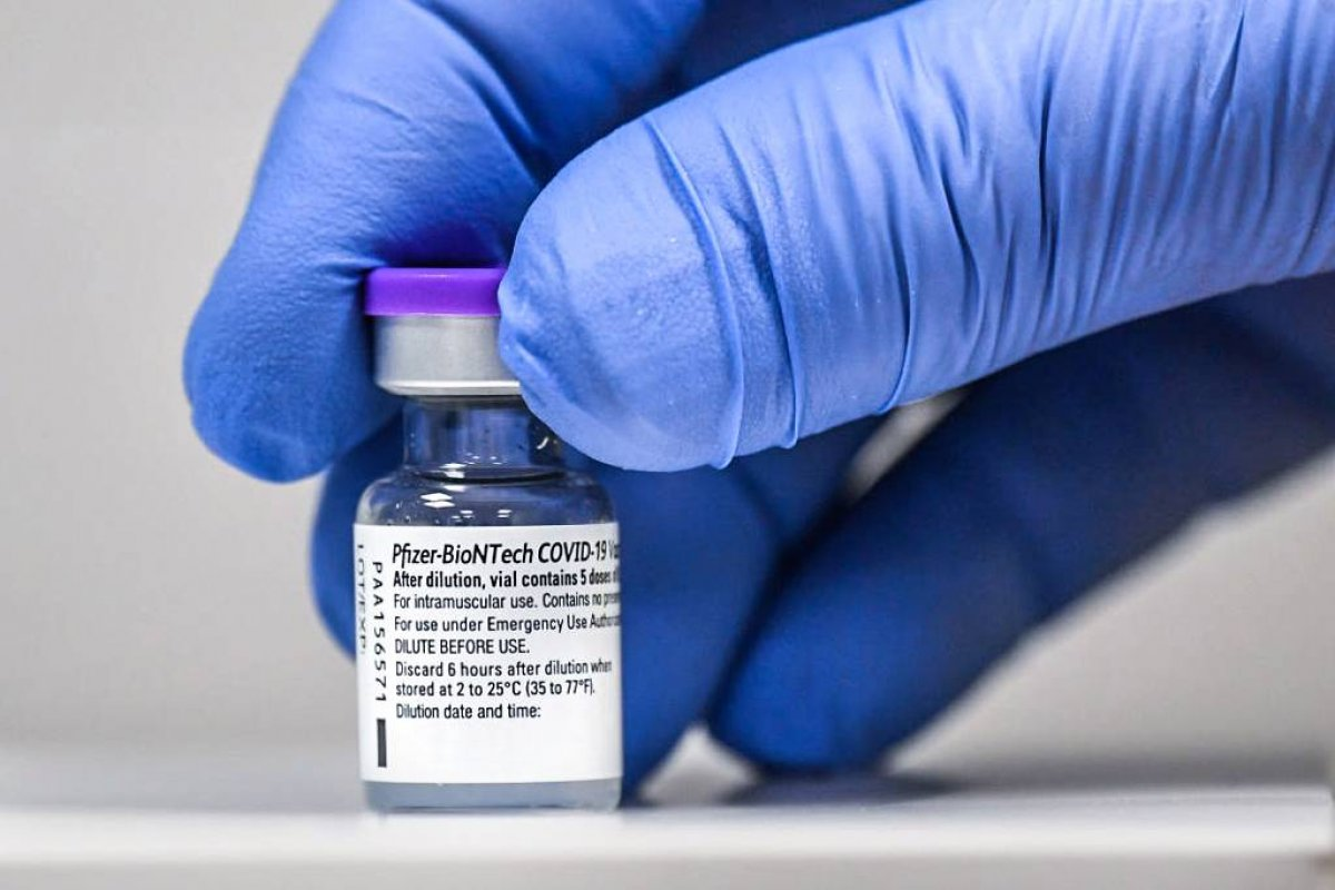 [Pfizer anuncia entrega de remessa com mais 2,4 milhões de vacinas contra Covid ao Brasil ]