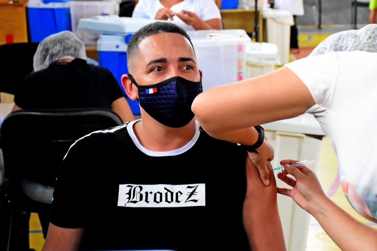 [São Luís é a primeira capital a imunizar pessoas a partir de 18 anos sem comorbidades contra a Covid-19]