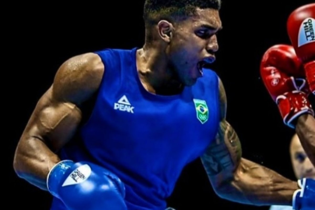 [Paulistano Abner Teixeira vence nas quartas e garante medalha para o Brasil no Boxe]