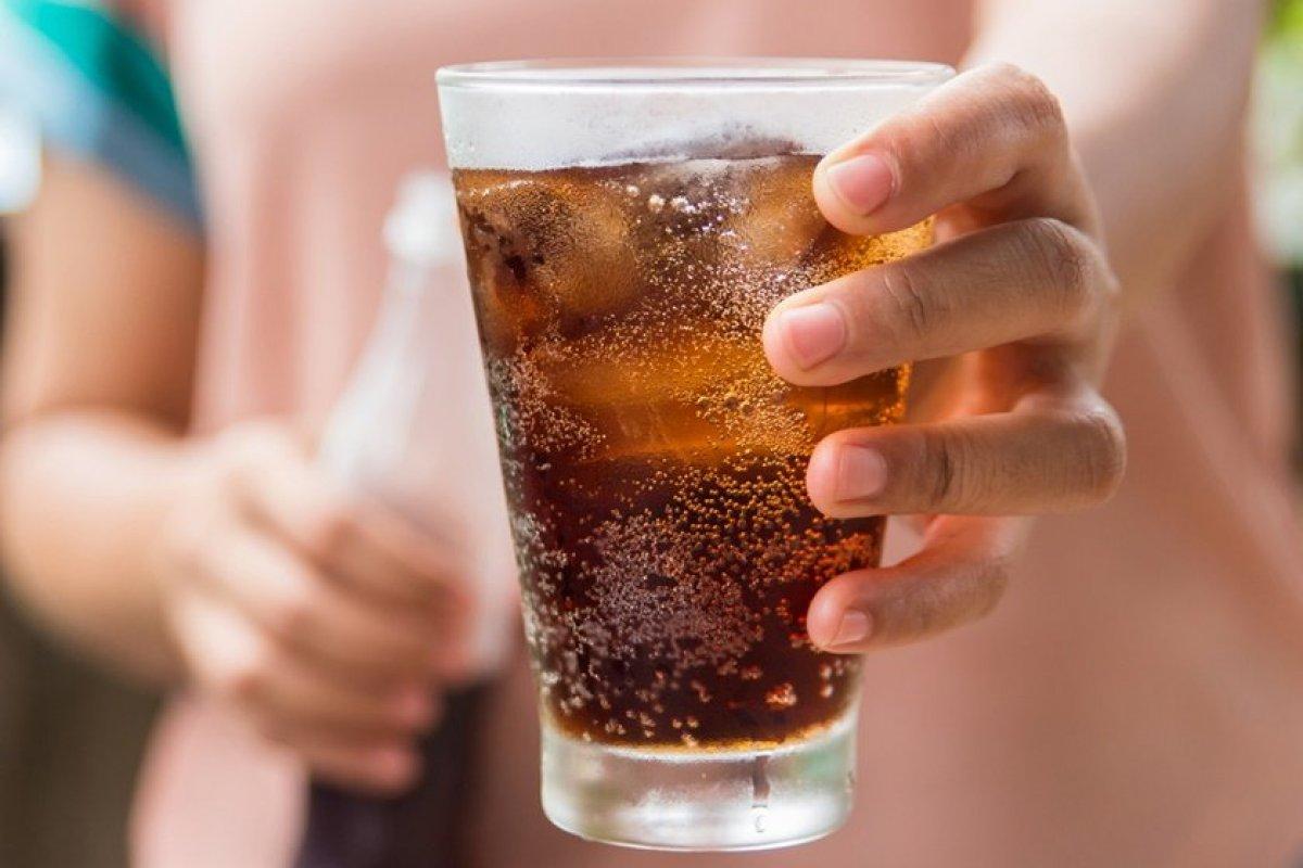 [Estudo indica ligação entre consumo de bebidas açucaradas e o risco para câncer de cólon]