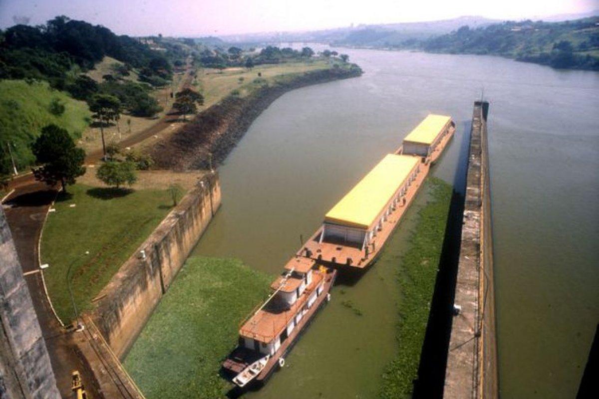 [Crise hídrica: ameaça ao transporte hidroviário]