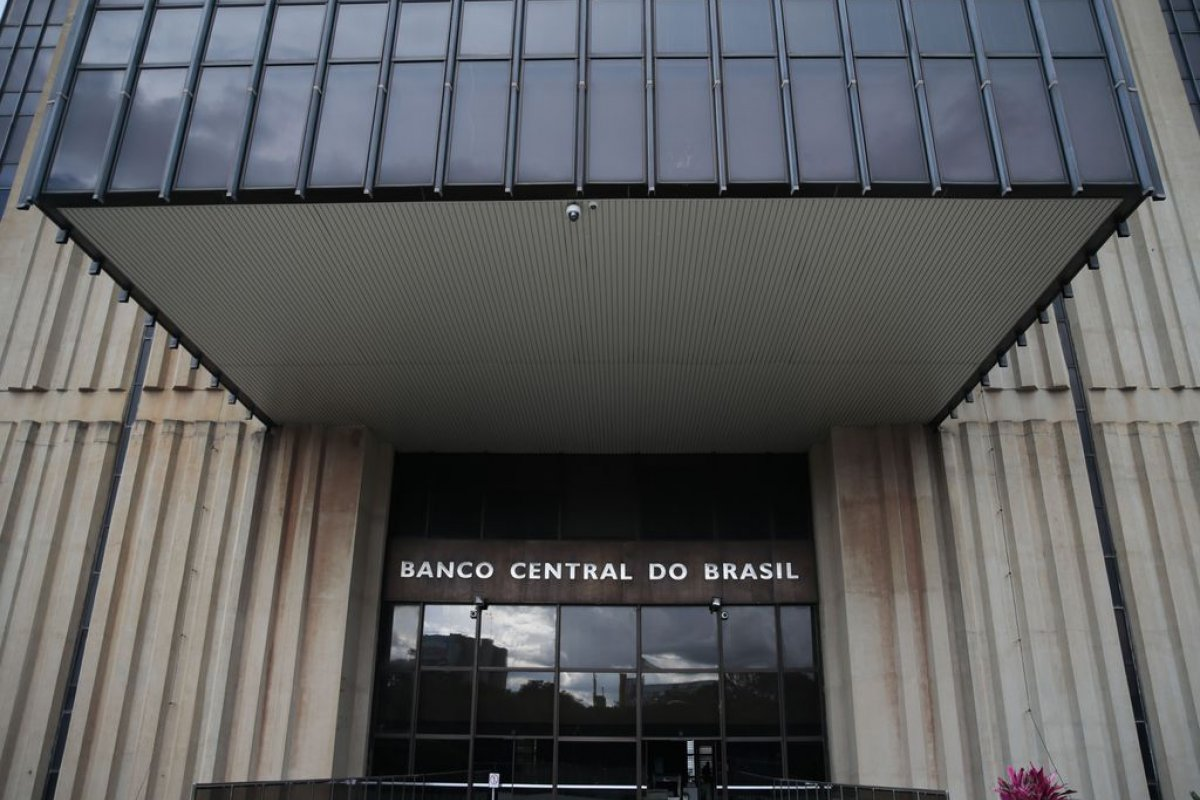 [Boletim Focus do BC projeta alta da inflação a 8,35% em 2021]