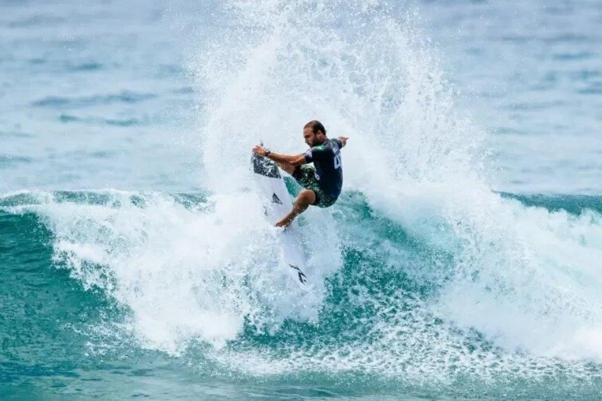 [Brasil é maioria em classificatória masculina para elite do surfe]