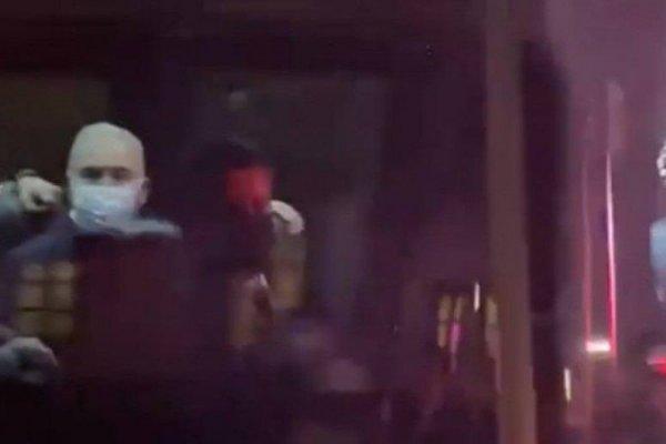 [Vídeo: Ministro da Saúde mostra dedo do meio para manifestantes contra o governo em NY]