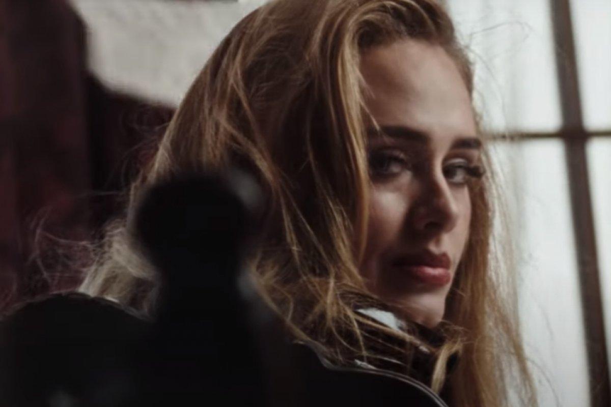 [Easy On Me: Adele bate recorde de maior semana em streams no Spotify Global]